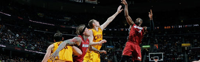 Heat overcome Cavs with win streak to 24, 98-95