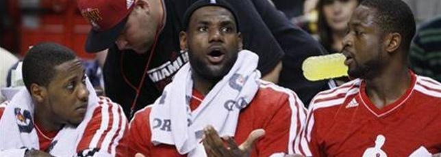 Wade's 34 lifts Heat past Nets, 102-89